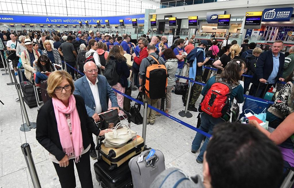 Gatwick, droni illegali sulle piste: l'aeroporto sospende tutti i voli