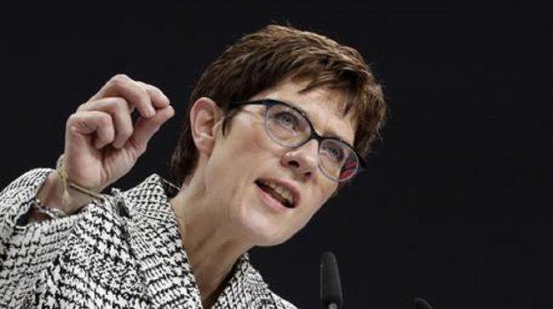 Karrenbauer eletta cdu, Angela Merkel, Annegret Kramp-Karrenbauer, Sicilia, Mondo
