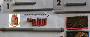 Aveva fabbricato armi artigianali con tubi idraulici e nascosto droga nella stalla: un arresto a Niscemi