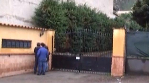 Accoltellato mentre dorme: moglie e figli arrestati a Palermo