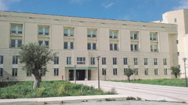 crocifisso, ospedale Giovanni Paolo II Ragusa, tonino solarino, Ragusa, Cronaca
