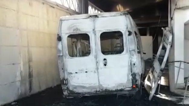 bus incendiato partinico, Palermo, Cronaca