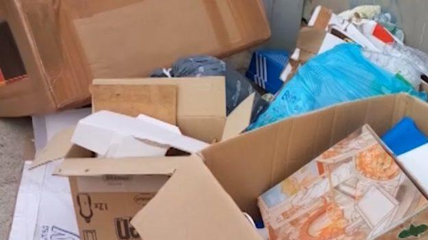 Rifiuti ingombranti abbandonati a Palermo, le segnalazioni dei cittadini