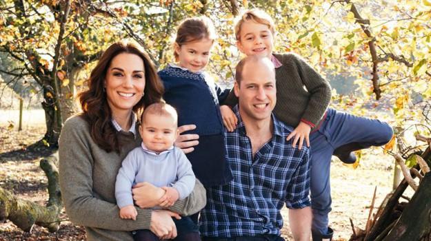 royal family nuova foto di famiglia, Sicilia, Società