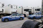 Camionisti falsificavano gli orari di lavoro, 11 indagati a Ragusa: perquisite aziende