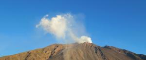 """Il vulcano Stromboli riprende la sua attività, l'Ingv: """"Nessun legame con l'Etna"""""""