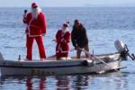 Lipari, Babbo Natale arriva... in barca a remi: grande festa per i bimbi