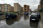 Palermo, il tram si ferma per il maltempo. Il video di un lettore