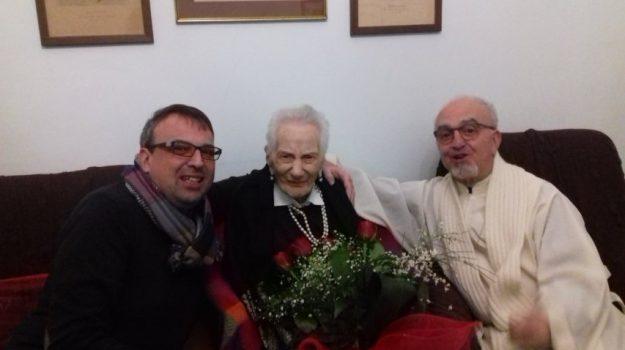 nonnina delle eolie, Adele Carnevale, Adele Rejtano, Messina, Società