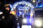 Spari al mercatino di Natale di Strasburgo: 2 morti accertati, 12 feriti tra cui un italiano. Caccia al killer