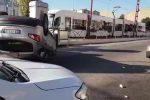 Auto si ribalta a Palermo: il video dallo Sperone