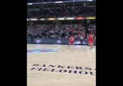 Un commentatore della squadra universitaria degli Indiana Hoosiers ha raccontato gli ultimi elettrizzanti secondi della sfida contro i Butler Bulldogs con un pathos unico