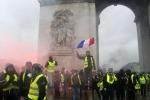Gilet gialli, il governo tende la mano dopoo le proteste