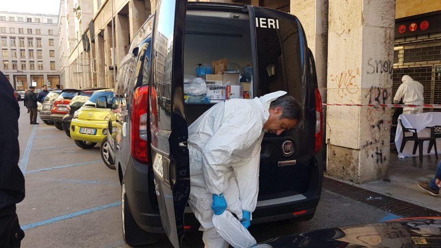 I carabinieri hanno che effettuano i rilievi sul posto