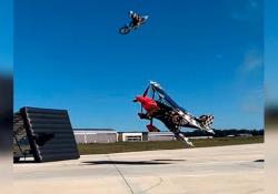 Lo stunt dell'americano Cody Elkins