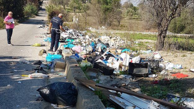 multe rifiuti pachino, Andrea Nicastro, Roberto Bruno, Siracusa, Cronaca