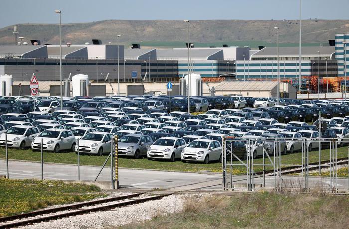 Nuova tassa sulle auto inquinanti. Dietrofront del governo