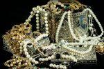 Vendono gioielli falsi a Balestrate, denunciati due uomini