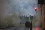Gilet gialli a Parigi, un morto a blocco stradale Arles: centinaia di feriti