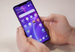 É uno degli smartphone più belli e completi del 2018. Fotocamera formidabile e grande batteria. Eppure non mancano alcuni «ma»...