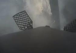 Il razzo di Elon Musk avrebbe dovuto atterrare sulla terra, ma una «pinna»non ha funzionato