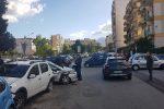 Palermo: ruba un'auto, poi si schianta sulle vetture in sosta e fugge a piedi