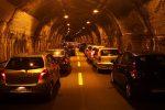 Incidente sulla Palermo-Catania, scontro all'altezza di Termini Imerese: due feriti, traffico in tilt