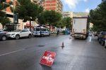 Palermo, investita da un camion sulle strisce pedonali in via De Gasperi: in prognosi riservata