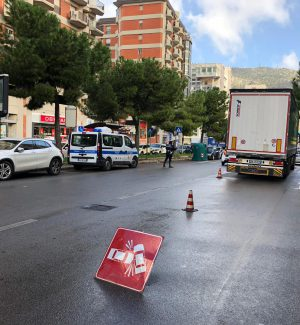 Incidente in via De Gasperi a Palermo