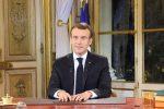 """Gilet gialli, Macron: """"Rabbia giusta, sì all'aumento del salario minimo"""""""
