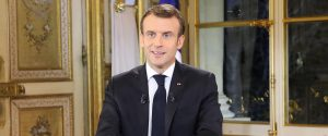 Emmanuel Macron durante il discorso all'Eliseo