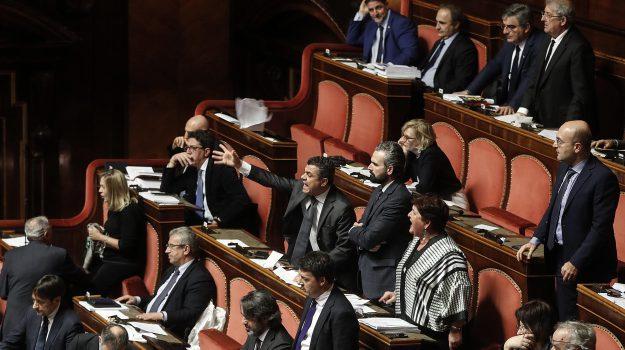 Manovra fiducia, protesta palazzo madama pd, Sicilia, Politica