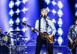 Durante l'ultima tappa del suo tour mentre concedeva qualche bis al pubblico accanto a McCartney è arrivato anche Ringo Starr e Ron Wood, chitarrista dei Rolling Stone