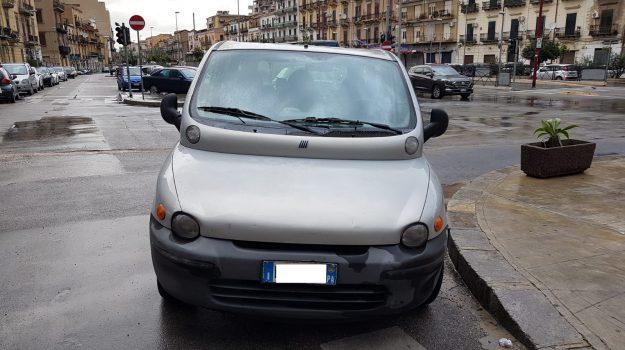 piazzetta Cairoli, tassista abusivo a Palermo, Palermo, Cronaca