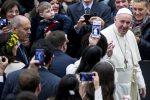 """Il Papa: """"Sarà Natale solo se aiuteremo almeno un povero"""""""