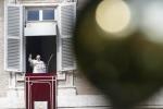 """Papa Francesco: """"il Natale non è pensare a cosa posso comprare, è ora di aprirsi"""""""