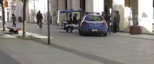 Calci e pugni contro gli agenti in via Cavour a Vittoria, arrestato