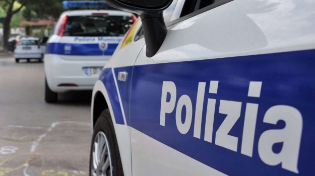 messina sequestrate bancarelle abusive, Messina, Cronaca