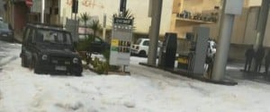Pioggia e neve nel Messinese: disagi a Furci Siculo e spiagge imbiancate a Roccalumera