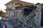 Alcuni edifici di Fleri danneggiati dal terremoto del 26 dicembre