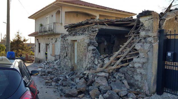terremoto contributi privati, Catania, Politica