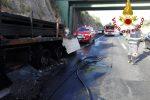 Paura sulla A19: tir in fiamme dopo lo svincolo di Altavilla - il video dall'autostrada