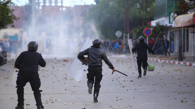 scontri tunisia, Sicilia, Mondo