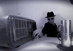 Videoclip «provocazione» per promuovere l'album del cantautore casertano, noto anche per le sue colonne sonore