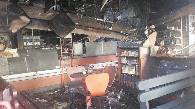 carlentini incendio bar, Siracusa, Cronaca