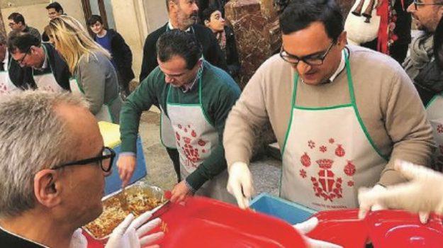 De Luca pranzo solidale, Cateno De Luca, Messina, Politica