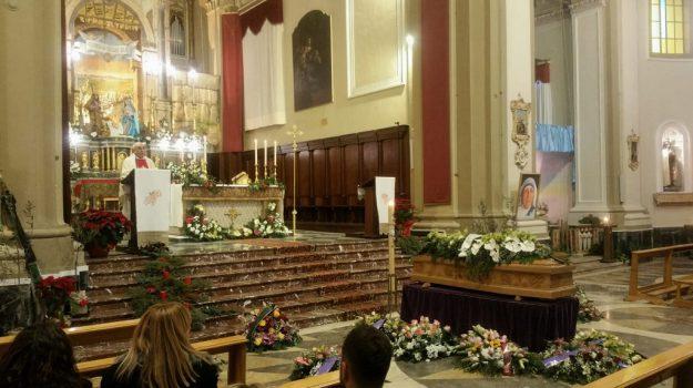 funerali giarre, funerali sara parisi, omicidio giarre, Catania, Cronaca