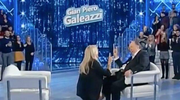 Giampiero Galeazzi, Mara Venier, Sicilia, Società