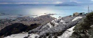Neve ad Erice con vista su Trapani e le isole Egadi. Foto di Giò Gè