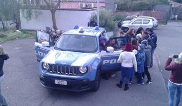 poliziotti incontrano alunni scuola fleri, Catania, Cronaca